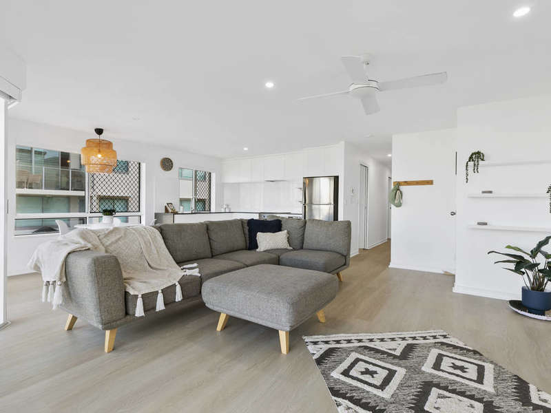Fully renovated with ocean views in Mooloolaba!
